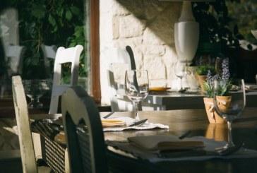 איך תבחרו שולחן אירוח שמתאים לצרכים ולשטח שלכם
