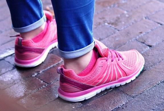 מותג או מחיר? כך בוחרים נעלי ריצה נשים