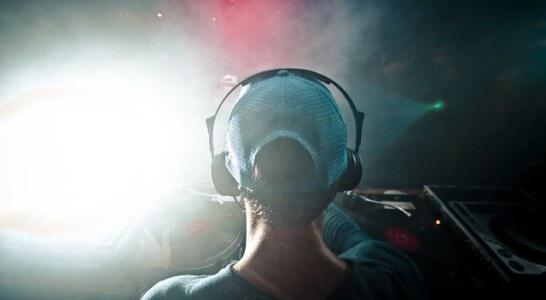 למה לא כדאי לוותר על שירותיו של תקליטן מקצועי?
